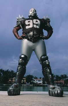Oakland Raiders Warren Sapp on May 12, 2004 in Tampa, Fla.  (Robert Seale/Sporting News)