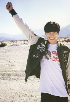 Hongbin's smile is so infectious. <3