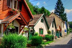 Budapest Hungary, Fine Dining, Cabin, Nice, House Styles, World, Traveling, Home Decor, Countries