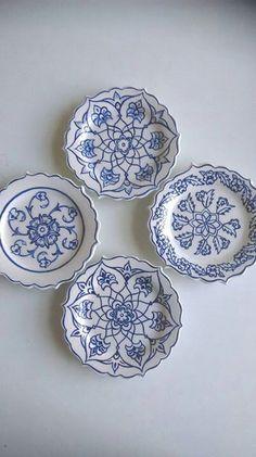 desen9 Painted Ceramic Plates, Ceramic Clay, Hand Painted Ceramics, Ceramic Painting, Decorative Plates, Glazes For Pottery, Ceramic Pottery, Pottery Painting Designs, Blue Pottery