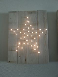 Pallet picture with fairy lights in star shape - beautiful wall decoration for Christmas! Noel Christmas, Christmas And New Year, Winter Christmas, All Things Christmas, Christmas Crafts, Christmas Ornament, Decorating With Christmas Lights, Light Decorations, Christmas Decorations