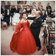 Mark Shaw photo, Christian Dior in the Paris atelier, 1954  (via Rachel Phillips).