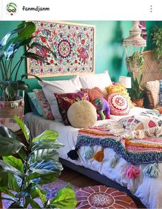 How To Decorate Your Room According To Your Neo-Bohemian Personality. With a gypsy and hippie vibe, the bohemian style will turn your room into a colorful fantasy. Cute Shabby chic and boho chic decor ideas to decorate your room if you like the bohemian Bohemian Bedroom Decor, Bohemian House, Boho Room, Bohemian Interior, Bohemian Gypsy, Gypsy Style, Hippie Bedrooms, Girls Bedroom, Hippie Chic Decor