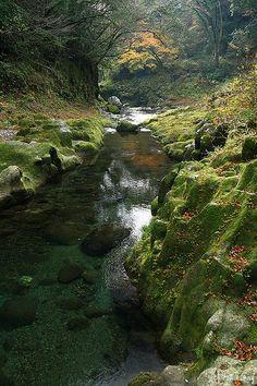 Takachiho Gorge in Miyazaki prefecture, Japan (by tomosang R32m).