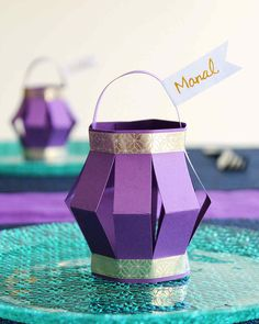 Ramadan Paper Lantern Place Cards - Best Picture For diy projects For Your Taste You are looking for something, and it is going to te - Eid Crafts, Ramadan Crafts, Decor Crafts, Paper Crafts, Small Lanterns, Paper Lanterns, Decoraciones Ramadan, Diy For Kids, Crafts For Kids