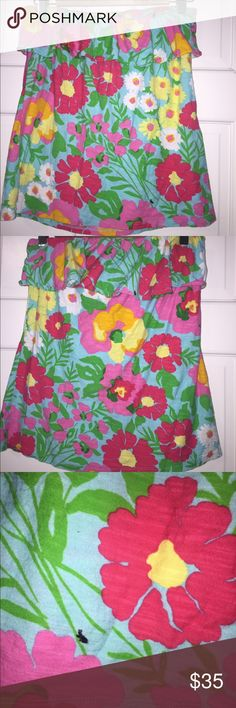Lilly Pulitzer Wiley ruffle top living LARGE Strapless easy care 100% cotton - bright flowers with hidden bugs. Pre Owned in good condition no stains or flaws. Lilly Pulitzer Tops