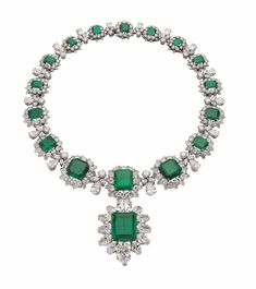 Bulgari emerald necklace given to Elizabeth Taylor by Richard Burton, part of a suite of emerald jewelry that includes earrings and bracelets. The drop can be worn as a brooch. Bulgari Jewelry, Royal Jewelry, High Jewelry, Emerald Necklace, Emerald Jewelry, Gold Jewelry, Jewelry Necklaces, Bvlgari Necklace, Emerald Rings