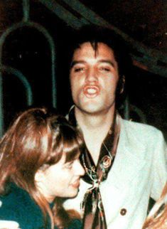 Elvis Presley and fan Sandi Miller photographed at the gate to his home at 1174 Hillcrest Road in Los Angeles, CA on Thursday, December 5, 1968. See another photo: https://www.pinterest.de/pin/380906080963376032/ Read an interview with her at: http://www.elvisbrasil.com.br/epbrasil/sandimillerenglish.htm