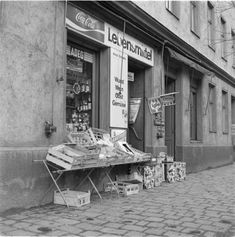 Wien 16, Hasnerstraße 104 Old Pictures, Vienna, Black And White Photography, Humor, History, Shop, Vintage, Design, Old General Stores