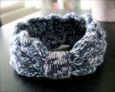 Voici ma nouvelle création tricot! Un bandeau en laine, tricoté en torsades en 100% laine pour bien me protéger du froid! J'ai suivi le tuto de La poule à petits pas, sauf que j'ai util…