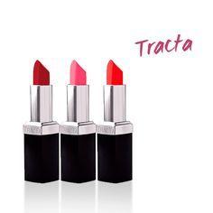 A Tracta se tornou referência no universo de batons e maquiagens entre as blogueiras, primeiro pela qualidade, e depois porque a marca desenvolveu uma linha incrível de produtos em parceria com blogs, a coleção Tracta Blogs.