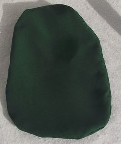 Stoma Cover made of Softtouch Crepe Very light and I don´t feel the fabric while wearing Colour: Bottle Green Material: Polyester I wear this covers with Coloplast SenSura Mio 1 Piece trainable and closed. Beanie, Bottle, Cover, Green, Fabric, Tejido, Tela, Flask, Cloths