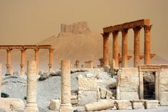 Ruins at Palmira, Syria Conservation Architecture, Palmyra Syria, World View, Ancient Ruins, Photography Gallery, Old City, Capital City, Historical Sites, Beautiful Places
