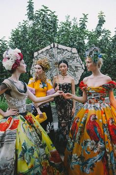See all the Collection photos from Dolce & Gabbana - Alta Moda Autumn/Winter 2015 Couture now on British Vogue Dolce & Gabbana, Fashion Week, High Fashion, Fashion Show, Fashion Tips, Fashion Design, Women's Fashion, Ladies Fashion, Fashion Ideas