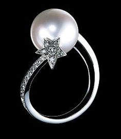 Pearl ring from Chanel Comètes collection (but no diamonds please)