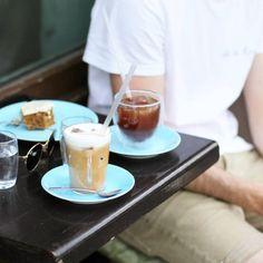 tifmys – Coffee date at Kaffee Alchemie, Salzburg.