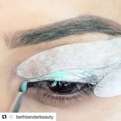 Mermaid eyes 😍🙌🐠 were all for this stunning teal winged liner look by @beautybyjacks! 💕 #EyeCandyStencils #CatEye https://video.buffer.com/v/587bbe46d8b5ee3b2d7298f5