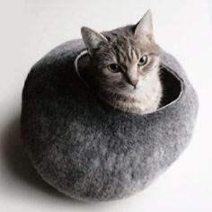 Cat nest, felted