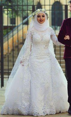sur Hijab De Mariée sur Pinterest  Robes De Mariée Avec Hijab ...