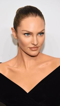 "Candice Swanepoel Photos - Candice Swanepoel attends the ""ANGELS"" by Russell James book launch and exhibit hosted by Cindy Crawford and Candice Swanepoel at Stephan Weiss Studio on September 2018 in New York City. - Candice Swanepoel Photos - 152 of 4329 Candice Swanepoel Makeup, Candice Swanepoel Style, Flawless Makeup, Beauty Makeup, Long Braided Hairstyles, Tight Braids, African Models, Lily Rose Depp, Vs Models"