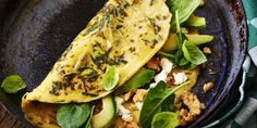 * Omelet met basilicum, spinazie, avocado, geitenkaas, oregano, walnoten
