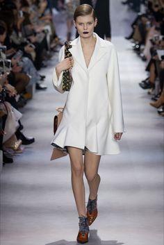 Guarda la sfilata di moda Christian Dior a Parigi e scopri la collezione di abiti e accessori per la stagione Collezioni Autunno Inverno 2016-17.