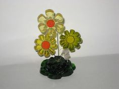 Vintage Retro Lucite Daisy Flower w/ Butterfly Flower Sculpture Butterfly Flowers, Blue Butterfly, Yellow Flowers, Hippie Flowers, Amber Color, Hanging Wall Art, Green Leaves, Retro Vintage, Daisy