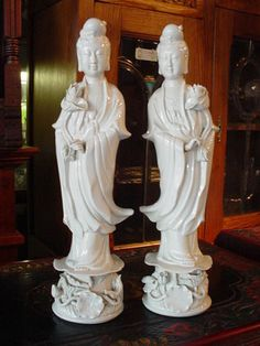 OLD PAIR CHINESE BLANC DE CHINE KWAN QUAN YIN GUANYIN STATUE LARGE FIGURINES NR