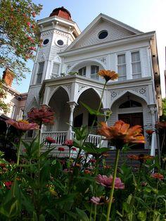 House on Gaston Street, Savannah, July 2011 by Frankphotos, via Flickr