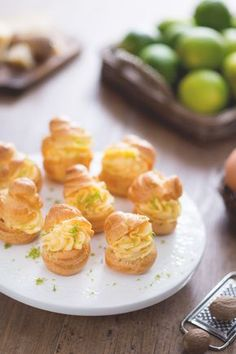 Bignè con crema pasticcera di parmigiano e lime, per un antipasto chic e goloso! #Giallozafferano #recipe #ricetta #bignè #antipasto #aperitivo