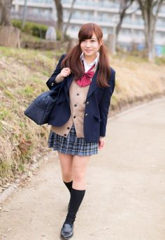 Japanese School Uniform Girl, School Uniform Fashion, School Girl Japan, School Uniform Girls, Girls Uniforms, School Uniforms, Cute Kawaii Girl, University Girl, Cute Asian Girls