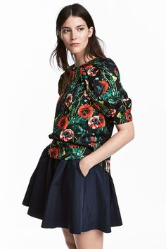 Autumn fashion for women. Beautiful combination. The top has darker tones, but flowers in its theme. Perfect transition from Summer to Autumn.   H&M high street fashion.