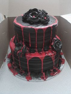 horror cake <3 http://honeyed.tumblr.com/post/58522539868/thisisablogaboutfood-divorce-cake-by-grace-ful