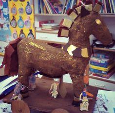 Ancient Greece--Trojan Horse model for end of unit project--  Μέσα σ'ένα σεντουκάκι...: Ελληνική μυθολογία: Τρωικός πόλεμος(πρώτο μέρος)