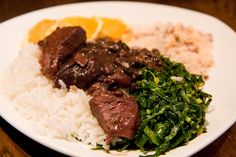 Feijoada...com arroz, laranja, farofa e couve. Delizia!