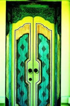 I wish I could find the original photo of this door online.  The colours never cease to capture my attention.