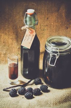 How to make homemade blackberry and vanilla vodka...um vodka you say? count me in!!!! <3 Beanie