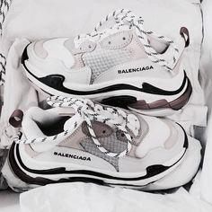 𝓼𝓾𝓼𝓪𝓷𝓼𝓲𝓷𝓼𝓹𝓲𝓻𝓪𝓽𝓲𝓸𝓷 - fashion – shoes – balenciaga – white – grey – goals – inspiration – sneakers – stylish – vogue – inspo Source by mayazerrati - Sneakers Fashion, Fashion Shoes, Shoes Sneakers, Shoes Heels, Nike Fashion, Sock Shoes, Sneakers Addict, Adidas Shoes, Fashion Goth