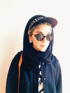 Home / ask / submit / about / faq Annie Clark/St. Vincent has an excellent look and here, we celebrate her style. Pop Fashion, Urban Fashion, Girl Fashion, Fashion Ideas, St Vincent Annie Clark, Thom Browne Eyewear, Outfits 2014, Casual Outfits, She's A Lady