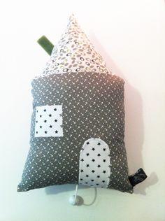 Musical house pillow - handmade in France by Lulu Brindilles - claradeparis.com ♥  Coussin musical / Boite à musique/ Berceuse 'Hom' Coton Gris