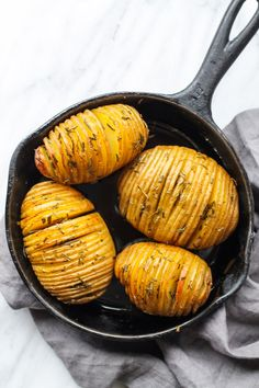 These Low FODMAP Hasselback Potatoes with Rosemary are a fancy-looking side dish perfect for a holiday party or date night. Healthy Side Dishes, Healthy Meals For Kids, Side Dish Recipes, Healthy Foods, Healthy Eats, Fodmap Diet, Low Fodmap, Fodmap Foods, Hassleback Potatoes