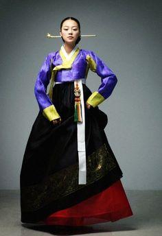 modern Korean hanbok. norigae. bineyo