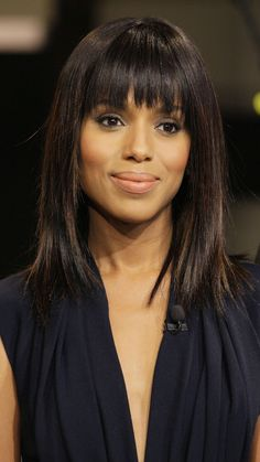 My next look: Kerry Washington rocked sexy blunt bangs on The Tonight Show with Jay Leno. The bold bangs and long layers give the actress a fresh, youthful look. Trendy Haircuts, Haircuts For Long Hair, Hairstyles With Bangs, Pretty Hairstyles, Lob With Bangs, Blunt Bangs, Kerry Washington Hair, Medium Hair Styles, Short Hair Styles