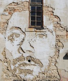"""duartealmada:  Without the use of paints, Portuguese artist Alexandre Farto (aka """"Vhils"""") depicts, or rather, sculpts expressive faces on th..."""