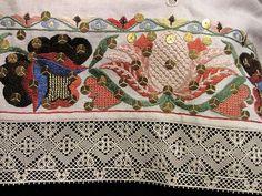 Estonian folk costumes - Kadrina midriff blouse - embroidery with bobbin lace edge