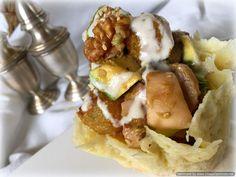 Calabaza Asada y Salteada con Setas y Aguacate con Salsa de Yogur en Cestillos de Queso. Una receta deliciosa que no debes perderte.