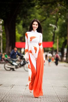 Ao Dai Viet Nam Gorgeous flowy white and coral long tunic and trousers.
