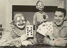 "Today on in 1947 - ""Hey kids. What time is it? It's Howdy Doody time!"" Buffalo Bob (Smith), Clarabelle the Clown (Bob Keeshan), Judy Canova and a host of others joined Howdy Doody on NBC-TV for the first time. The show stayed on the air for 13 years. Old Tv Shows, Kids Shows, Bob Keeshan, Captain Kangaroo, Bob Smith, Howdy Doody, Old Time Radio, Vintage Tv, Vintage Clown"