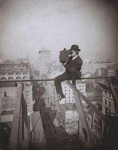 Photographer braves I-beams over 5th street, New York, 1905. pic.twitter.com/aCKYc1kYNC