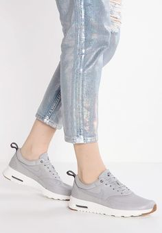 Nike Sportswear AIR MAX THEA PRM - Sneakers laag - wolf grey/sail/midnight fog/medium brown - Zalando.nl